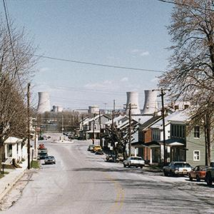 he community of Goldsboro on the Susquehanna River. The Three Mile Island nuclear power plant can be seen in the background. To this day, thorough research on the health effects of the radioactivity released during the fi ve days of the meltdown remains limited.