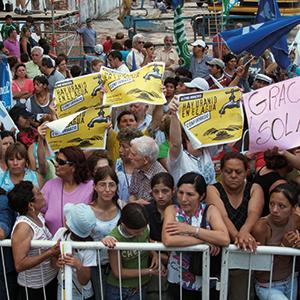 2005: Inhabitants of the suburb Esteban Echeverría demand clean drinking water, after local wells were found to be radioactively contaminated. Despite large-scale protests, there have not been any meaningful reactions from the authorities. Photo credit: http://argentina.indymedia.org
