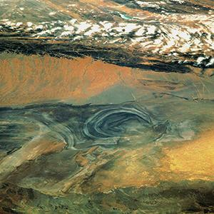The Lop Nor desert lies in the autonomous Xinjiang province in Western China. It was here that China detonated its fi rst nuclear bomb in 1964. In the years that followed, 22 more atmospheric and 22 underground tests were conducted. Photo: © PD-USGov- NASA